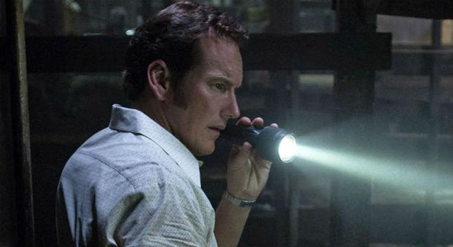 Maiores besteiras que personagens fazem em filmes de terror mundo sombrio invocação do mal filme