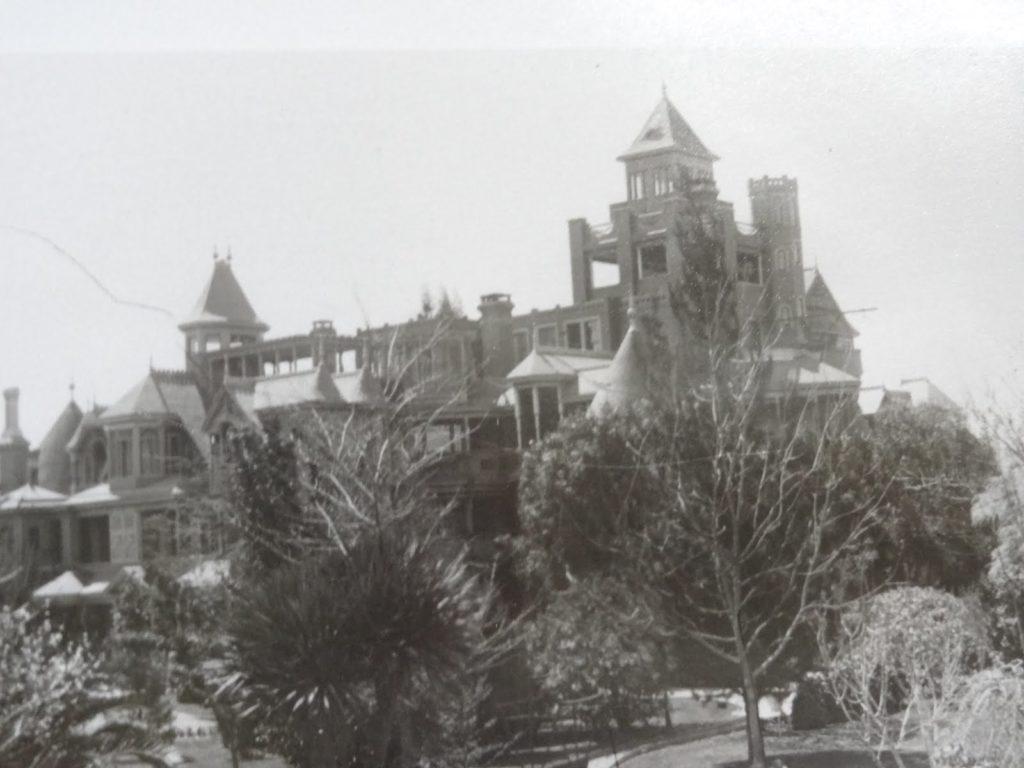 Winchester house 049 • mundo sombrio