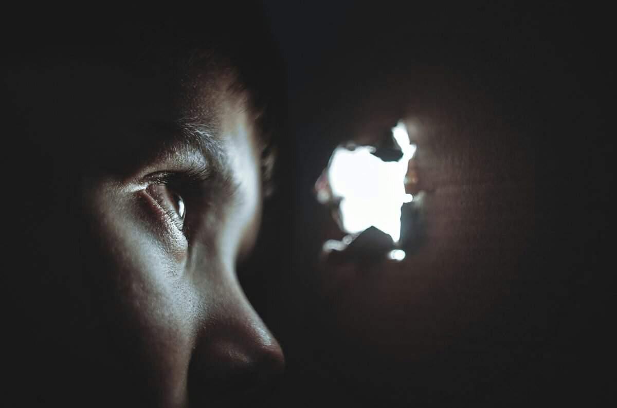 Como Brincar De Esconde-Esconde Sozinho, Ou Não