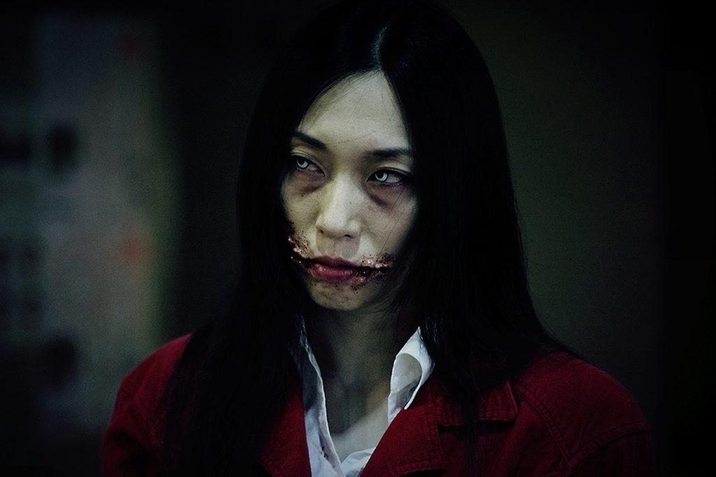 Kuchisake-onna (mulher de boca cortada) mundo sombrio