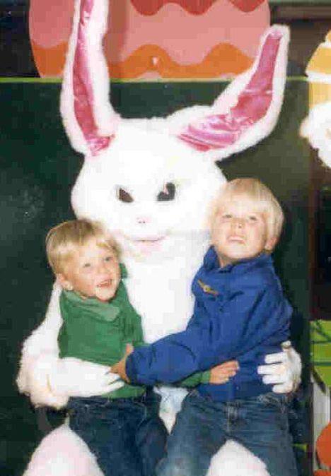 Rs 473x682 140417131708 scary easter bunny 5 03 23 2018 • mundo sombrio