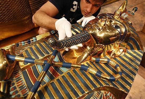 Réplica do túmulo de tutankamon será aberta à visitação em 2013 • mundo sombrio