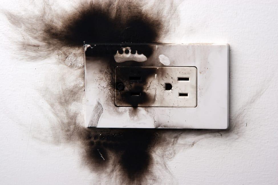 Será que você vive em uma casa assombrada problemas elétricos mundo sombrio