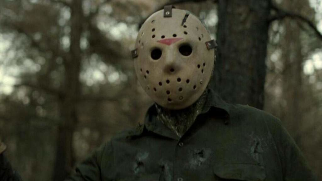 jason voorhees em 10 dicas para você não morrer em um filme de terror