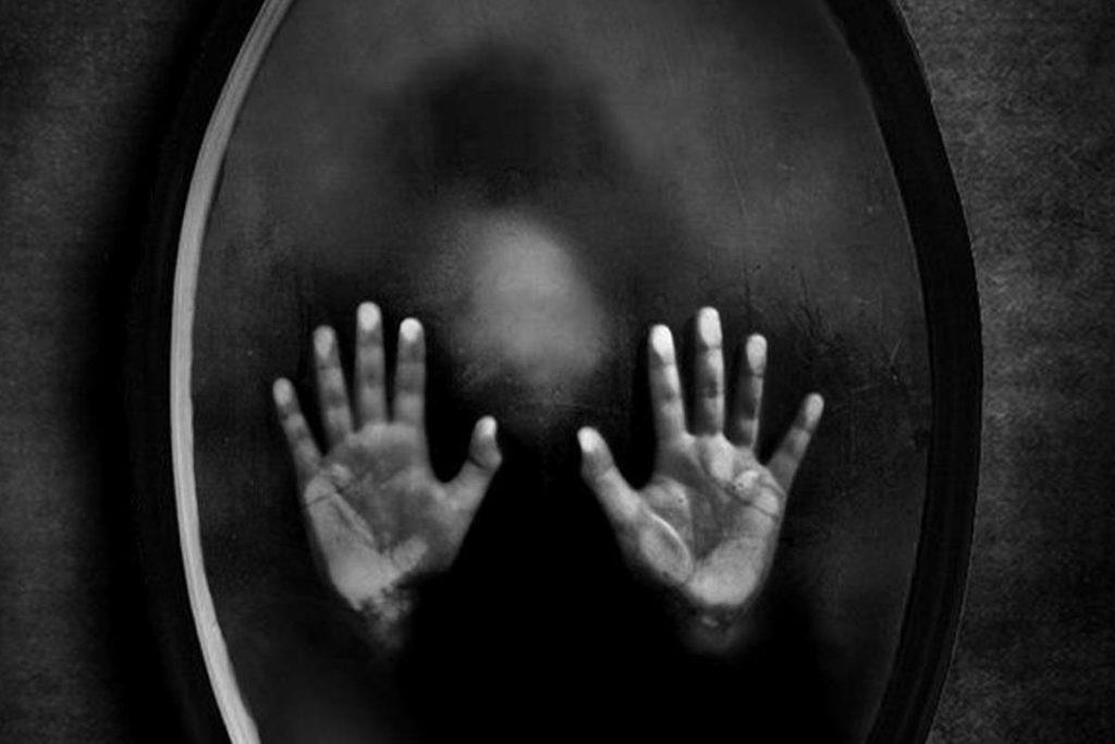Espelhos espírito terror lenda mundo sombrio