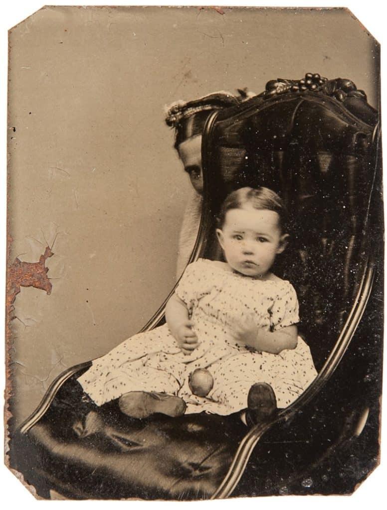 Mulheres escondidas em fotos do século xix