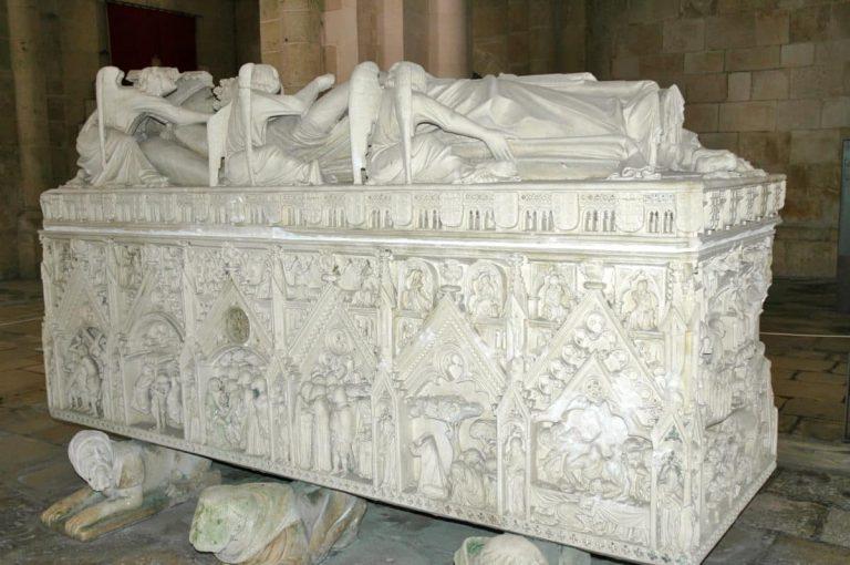 Rainha Cadáver | A Rainha que foi Coroada Após a Morte