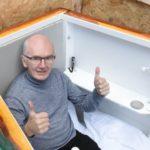 Homem enterrado vivo faz transmissão de dentro do túmulo pelas redes sociais