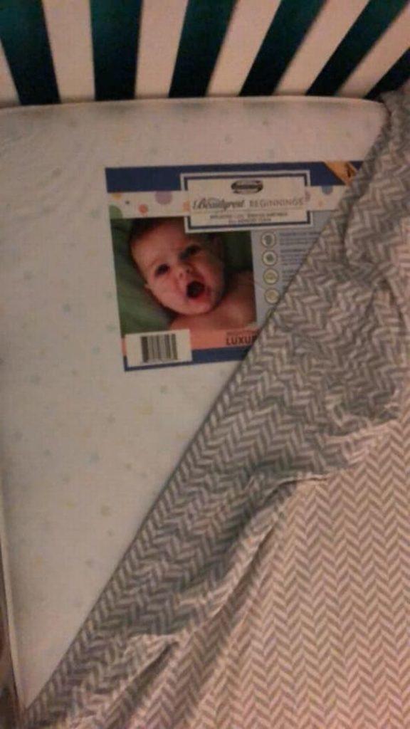 Mãe não consegue dormir depois de ver 'bebê fantasma' no berço do filho