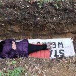 Universidade oferece sepulturas aos alunos para lidarem com o estresse das provas