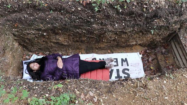 Universidade oferece sepulturas aos alunos para lidarem com o estresse das provas 1