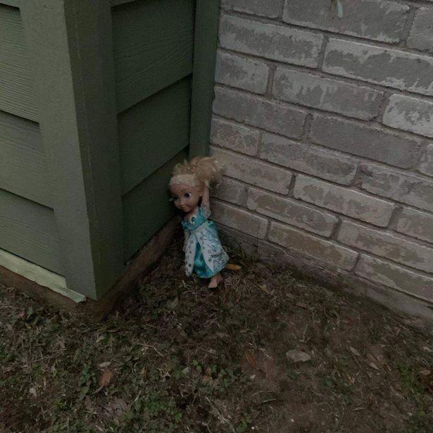 boneca frozen assombrada mundo sombrio