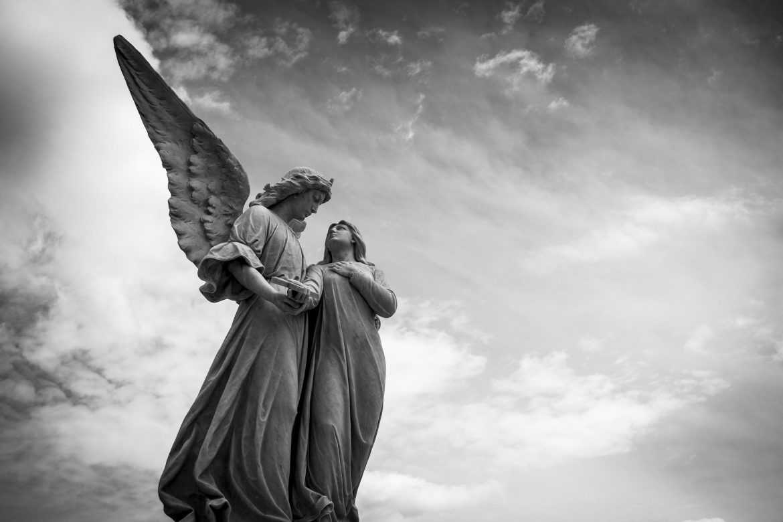 no silêncio do cemitério história de terror mundo sombrio