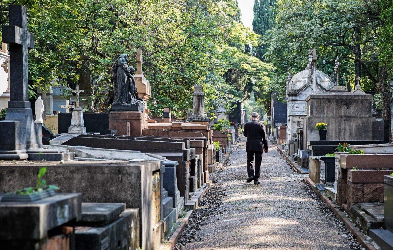 A Menina do Cemitério História de Terror mundo sombrio