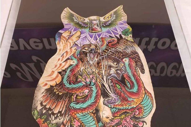 manter as tatuagens e a pele de um ente querido quando ele morrer mundo sombrio