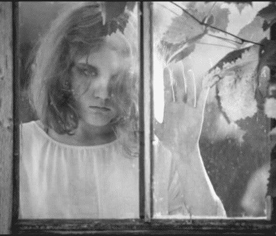 silhueta na janela história de terror 1mundo sombrio