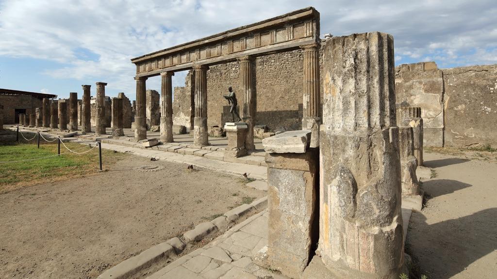 7 ie2598 pompeia1 • mundo sombrio