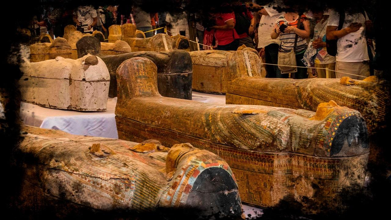 Arqueólogos Egípcios Descobrem 59 Sarcófagos Com Múmias Com Mais De 2600 Anos mundo sombrio