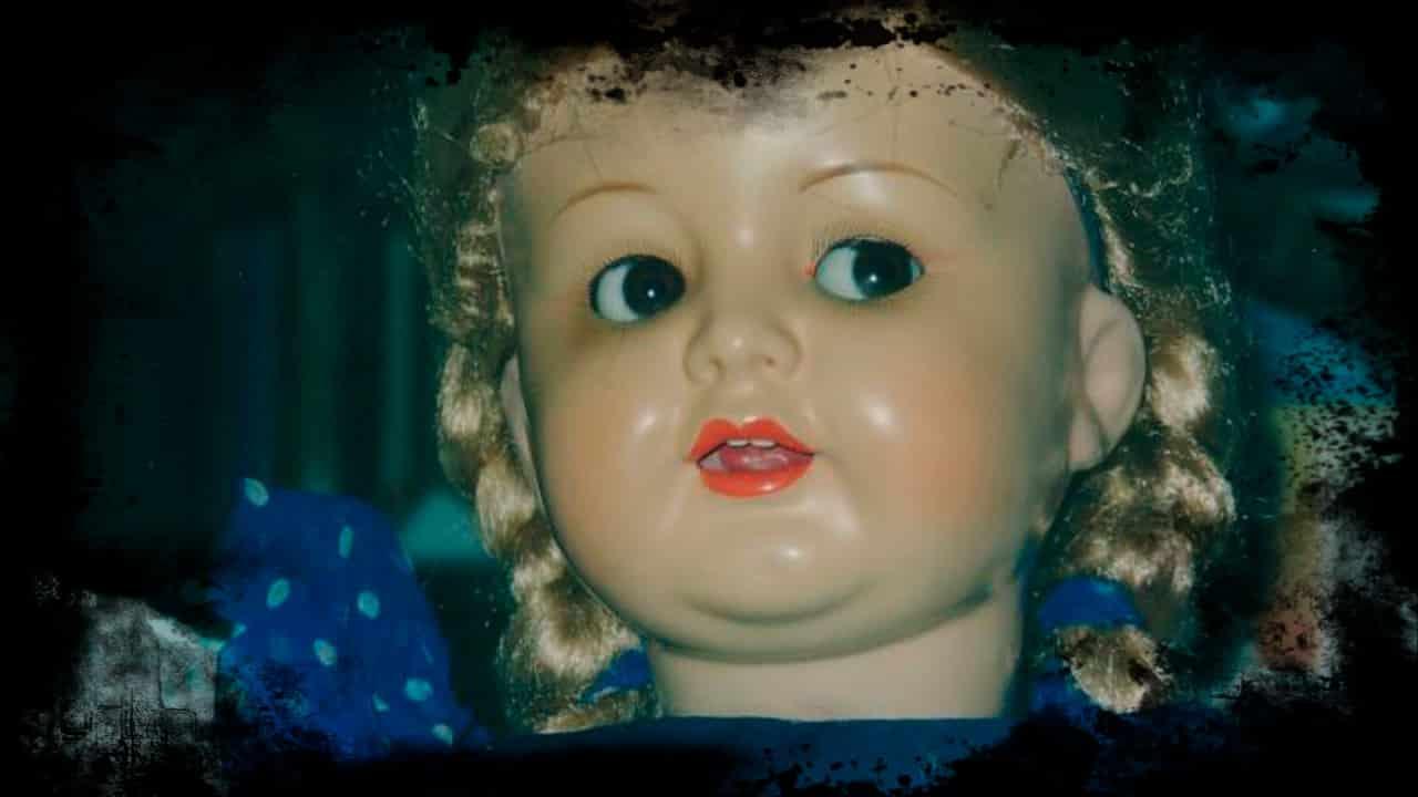 Natasha, a Boneca Possuída de uma Adolescente Suicida mundo sombrio