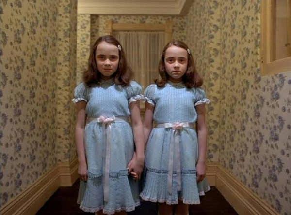 Os fantasmas mais assustadores dos filmes de terror - as gêmeas grady