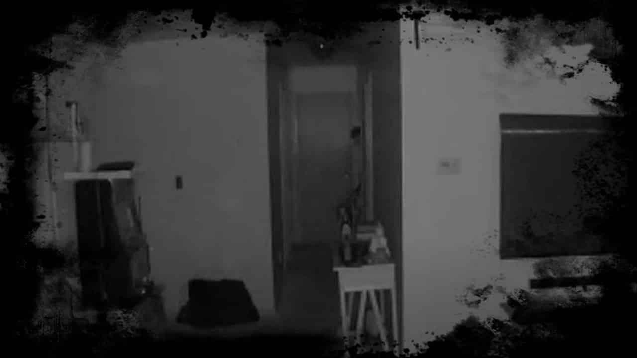 Mãe compartilha Vídeo Assustador mostrando Entidade Assustadora no Quarto do Bebê