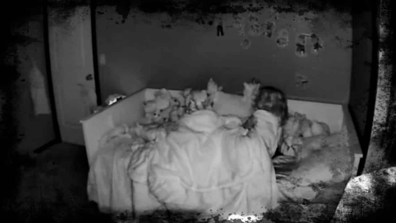 Criança acorda no meio da noite e escuta sussurros estranhos [ASSISTA] mundo sombrio