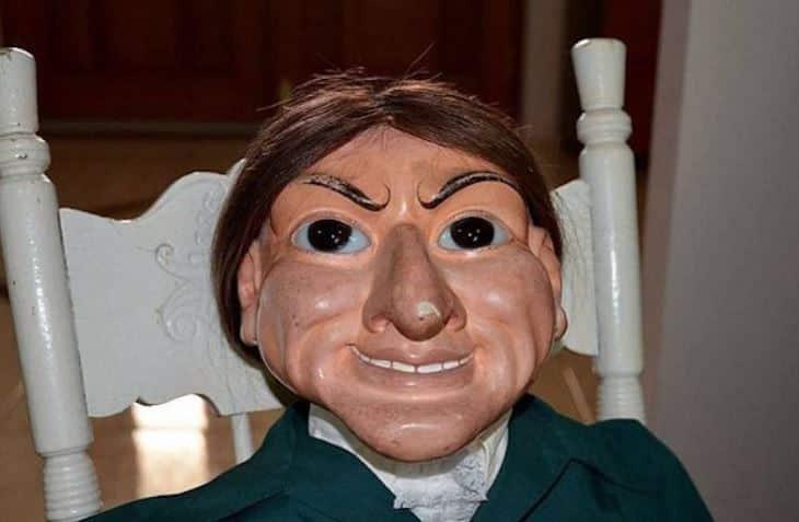 Acredita-se que um boneco cigano com mais de 200 anos descoberto debaixo de uma casa em uma pequena cidade do interior esteja possuído.