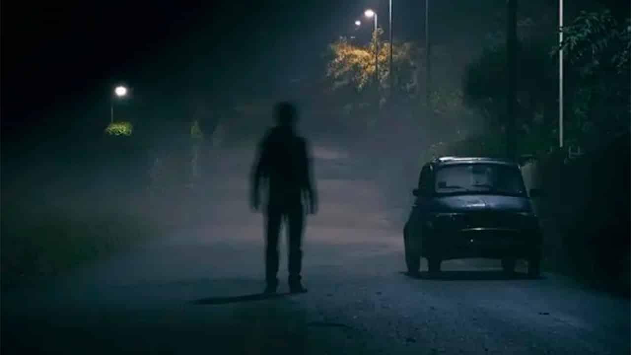 Piloto Automático de Tesla Registra Homem Invisível em um Cemitério Vazio