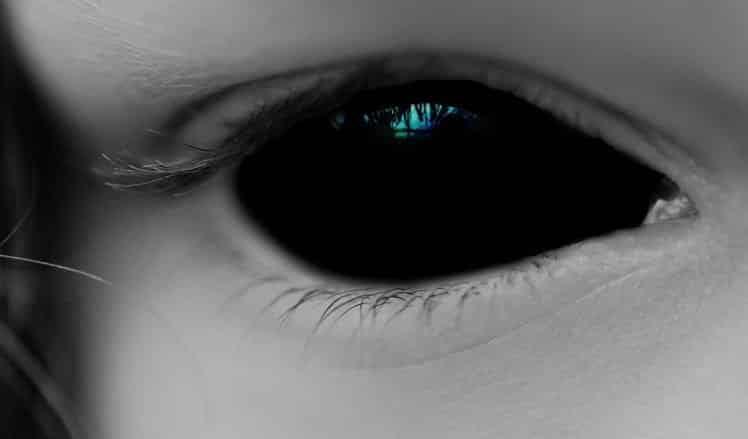 Olho negro criança