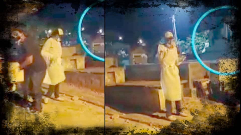 Vídeo mostra porta de túmulo abrindo sozinha no cemitério de Mantenópolis-ES