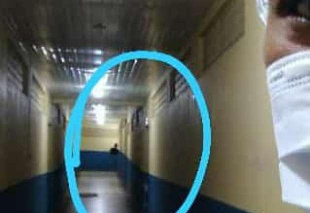 Enfermeira tira selfie em hospital e se depara com fantasma no fundo da imagem