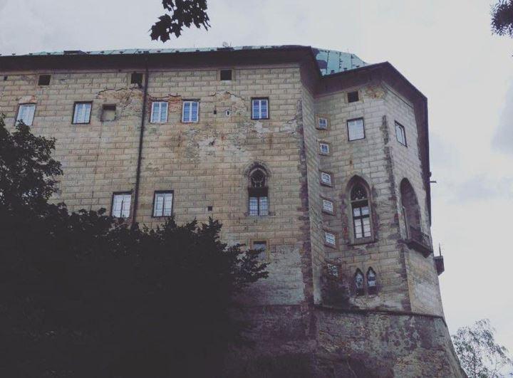 Portões do inferno - castelo de houska - praga, república tcheca