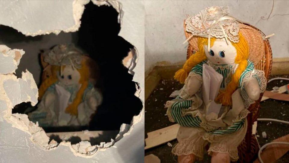 Morador encontra boneca com bilhete macabro dentro de parede